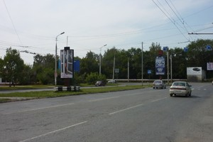 пр. Голикова, разделит.полоса у Ежевики