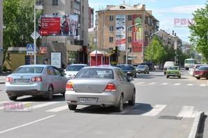 ул. Ленина, 7 перекресток с ул. Советской_рекламные щиты, би...